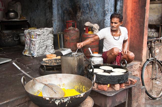 Seller street Agra -Vendeur de rue INDIA