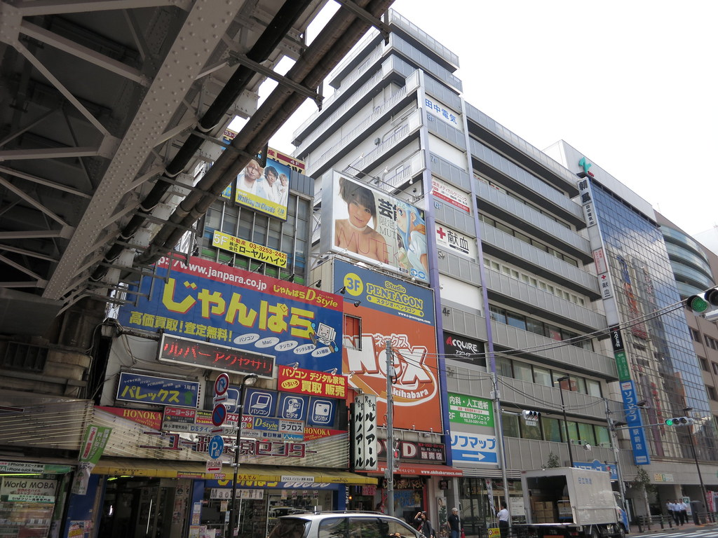 Akihabara-NEX 屋上広告 MUTEKIからD.O.に?
