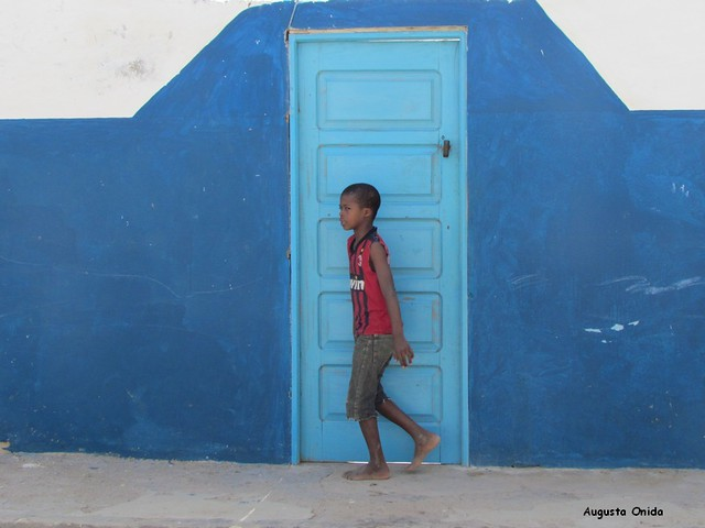 Il ragazzo e la porta blu...The boy and the blue door ...