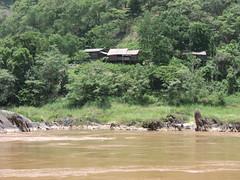 Aussicht auf Dorf von Slow Boat aus -Mekong