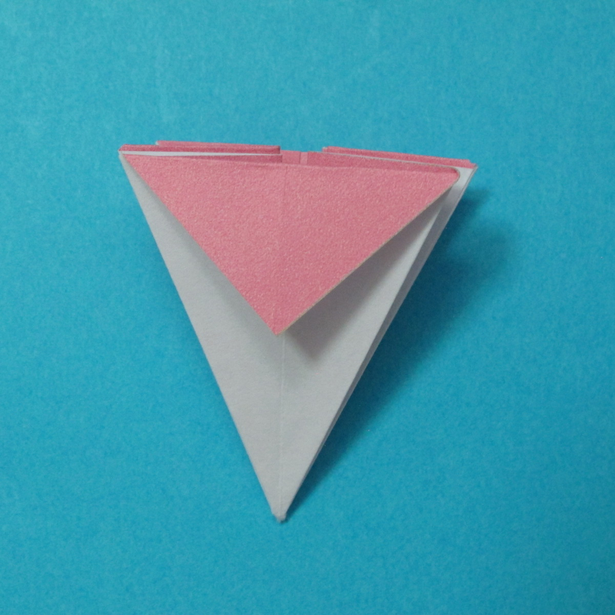 วิธีการพับกระดาษเป็นดอกไม้แปดกลีบ 013