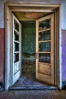 Swingin' | by Uros P.hotography