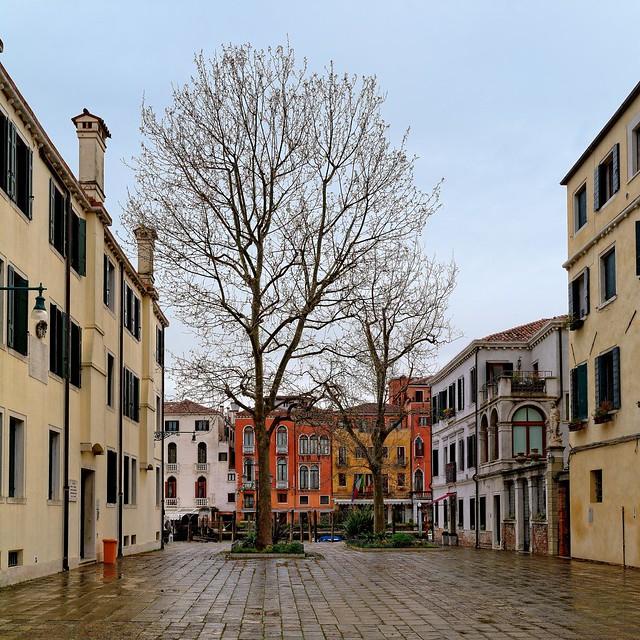 Venice : Campo San Simeon Grande   2/3
