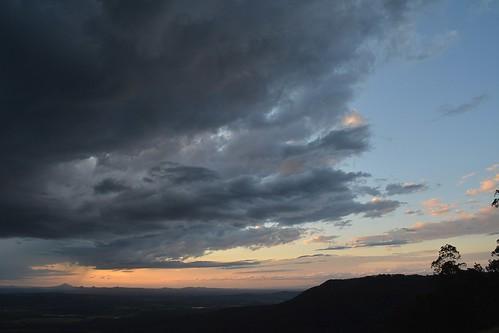 valley view cloudscape clouds storm sunset tamborinemountain hendersonsknob albertvalley sky sundown sequeensland queensland australia australianlandscape landscape spring mounttamborine