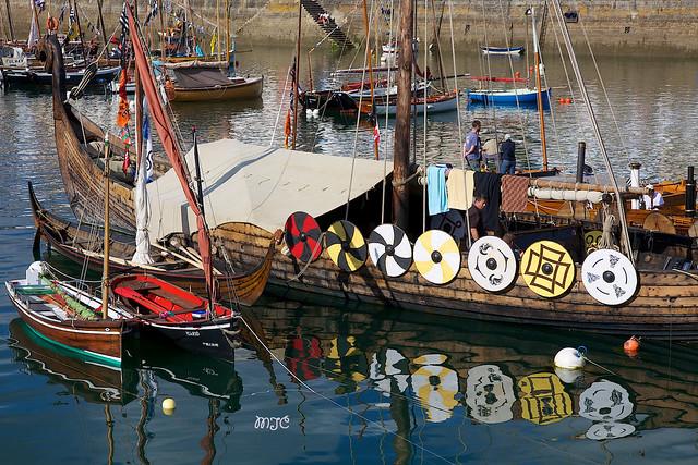 Le Drakkar, bateau viking, est un navire d'origine scandinave utilisé pour faire la guerre ou transporter des personnes. Il a navigué sur les mers du Nord......