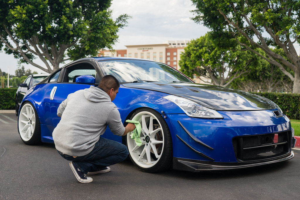 Keep It Clean White Wheels On A Daytona Blue 350z
