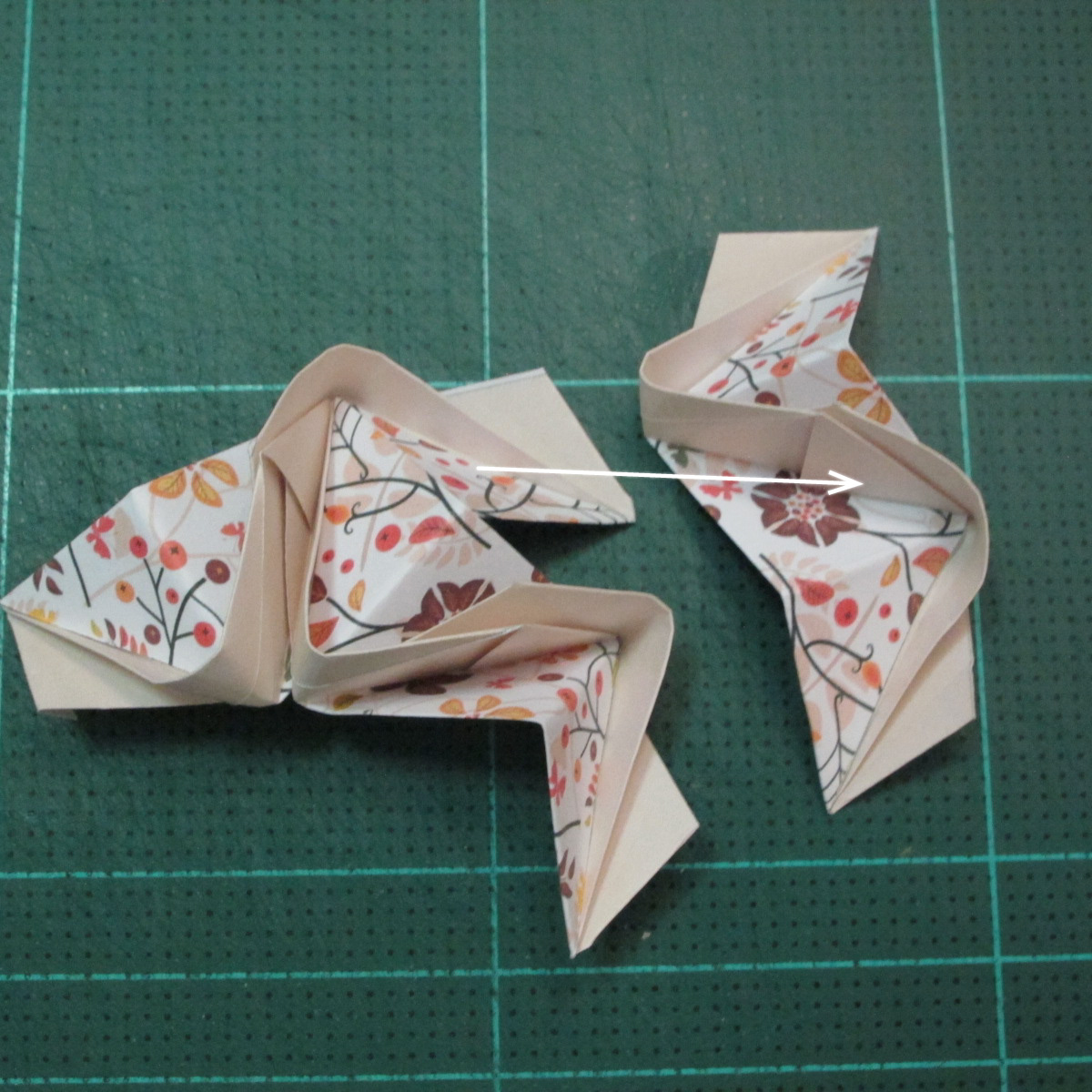 วิธีการพับลูกบอลกระดาษญี่ปุ่นแบบโคลเวอร์ (Clover Kusudama)015
