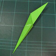 วิธีพับกระดาษเป็นช่อดอกไม้ติดอกเสื้อ (Origami Wedding Chest Flower) 030