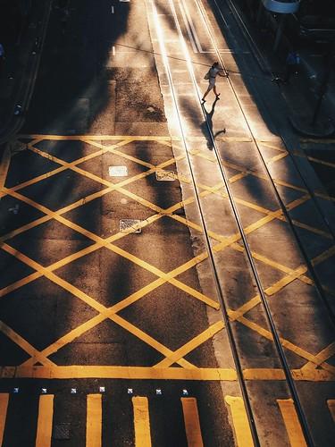street light sunset shadow hk hongkong central snap minimal stride harshlight chasinglight