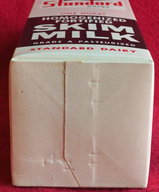 RD6779 Vintage Longview, Wash. Standard Dairy Skim Milk Carton 1 Quart DSC01319