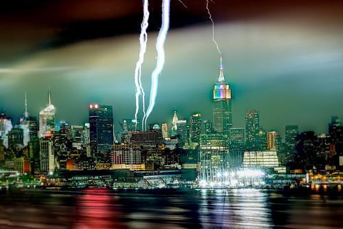 newyork skyline empirestatebuilding gothamist lightning