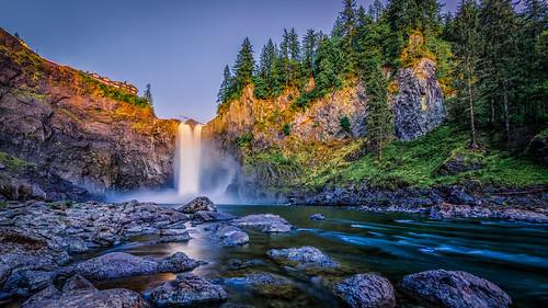 water waterfall washington rocks snoqualmiefalls issaquah snoqualmieriver salishlodge