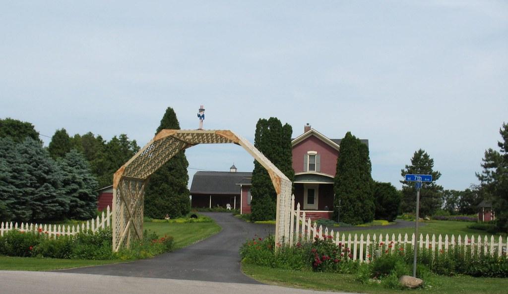 Picket Fence In Aledo, Illinois (Explored)