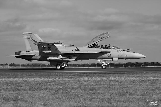IMG_4365 - RAAF F/A18F Super Hornet - 1 Squadron A44-207