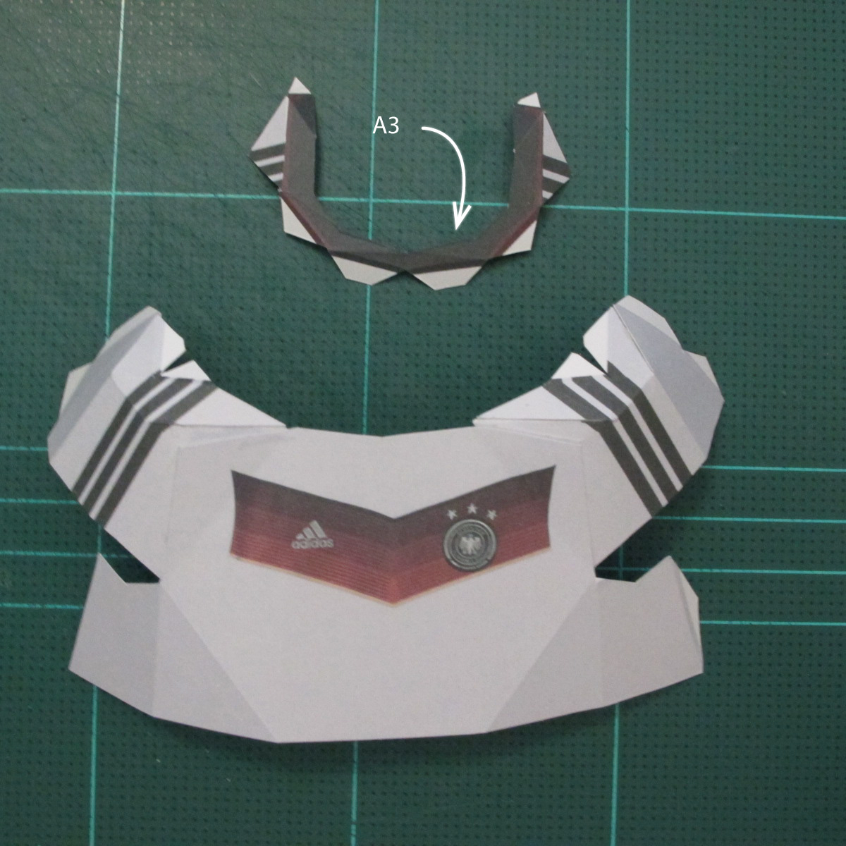 วิธีทำชุดนักบอลฟุตบอลโลก 2014 ทีมเยอร์มันสำหรับโมเดลหมีบราวน์ (FIFA World Cup  Soccer  Germany  Jersey Papercraft Model) 002