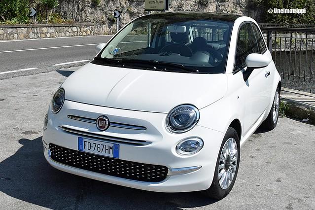 Valkoinen Fiat 500