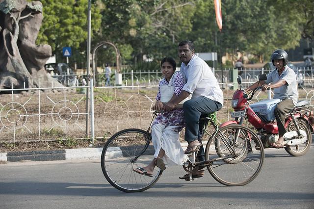 SL038 Cyclists - Anuradhapura 13 - Sri Lanka