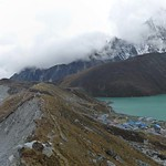 55-Gokyo.Glaciar y lago