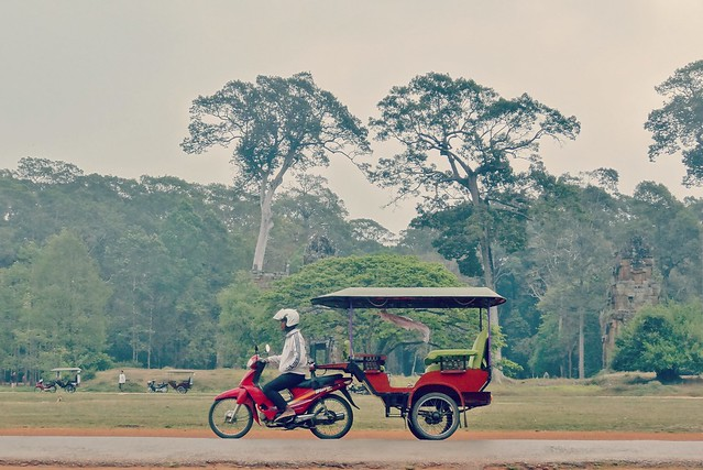 Angkor  Wat and Siem Reap, paradise of tuk-tuk !