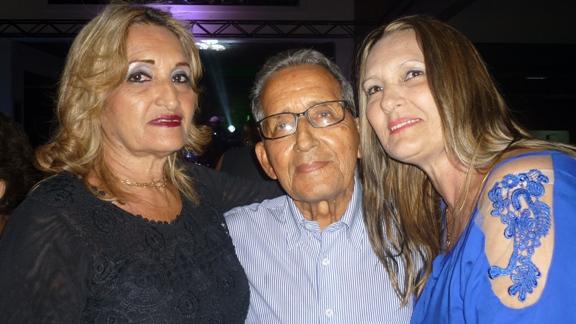 Meu espelho, meu avô. Por Edenmar Machado Rosa dos Santos, Machadinho com as filhas Moema e Rosáurea Machado