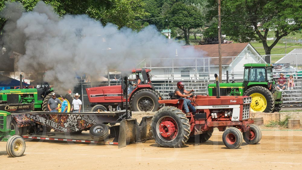 International Turbo Row-Crop Truck at Tractor Pull Competi