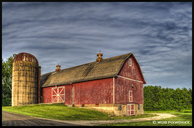 BARN & SILO, LEROY OAKES FOREST PRESERVE, ST. CHARLES, IL