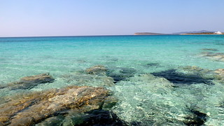 beach next to farangas, paros | by limitsios