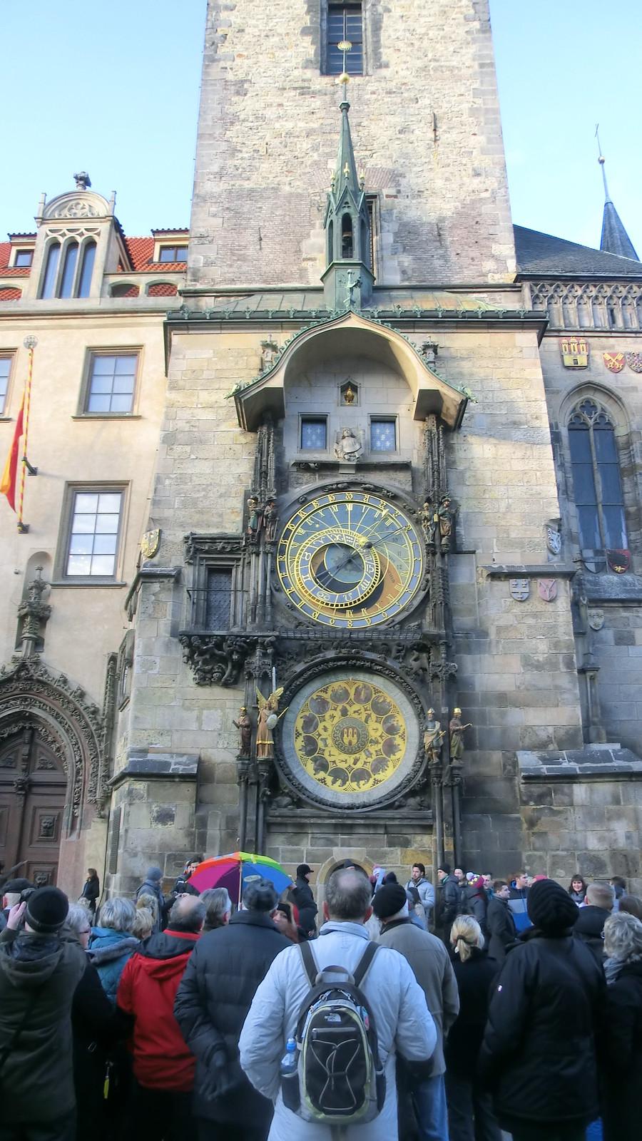 Der Wenzelsplatz / Václavské námestí in Prag  wirkt mit seinen 700 Metern Länge wie ein Boulevard der Demokratie, Vernunft und Toleranz  in idealer Lage, ist zugleich Geschäfts- und Administrationszentrum  2013