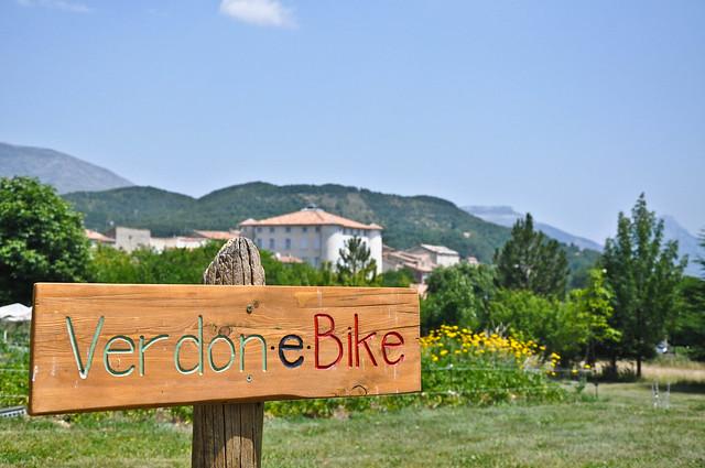 En vélo à assistance électrique sur la route des Crêtes dans le Verdon