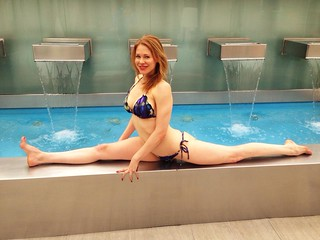BikiniFlexibility Does A Flickr By Woman The Pool Splits In I9DH2E