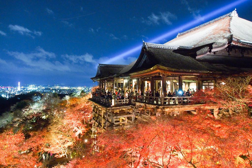 清水の舞台 京都タワーと清水寺と清水サーチライトと。 秋の特別拝観。 @清水寺 Kiyomizu Temple