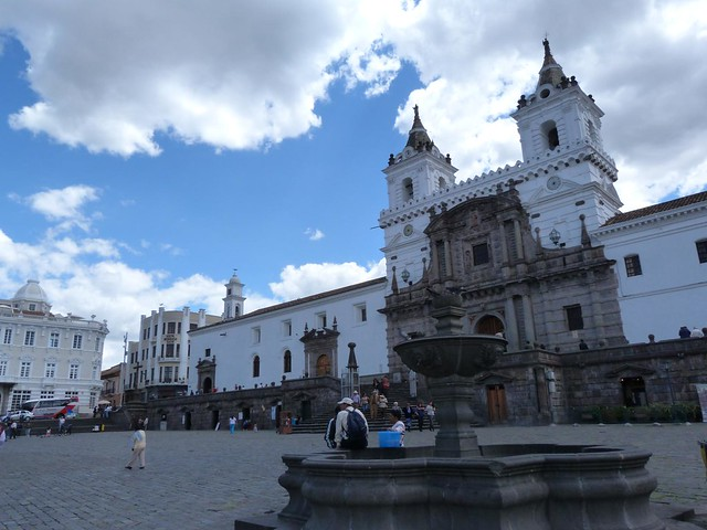 Convento de San Francisco, uno de los sitios que ver en Quito durante un viaje