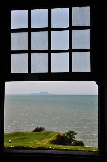 atráves da janela...