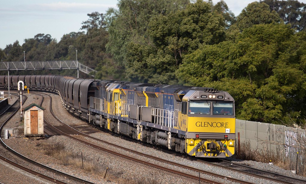 XRN022 Passing East Maitland by Trent