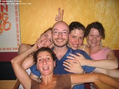 sam, 2006-07-15 19:48 - IMG_9667-Isabelle Isabelle Alexandre Sonia et Brigitte-difficile d__tre un homme