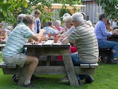 Aan de picnictafel