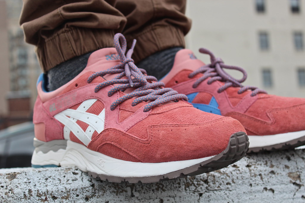 reputable site 1eb7e 97e94 Ronnie Fieg x Asics Rose Gold Gel Lyte V on feet | The suede ...