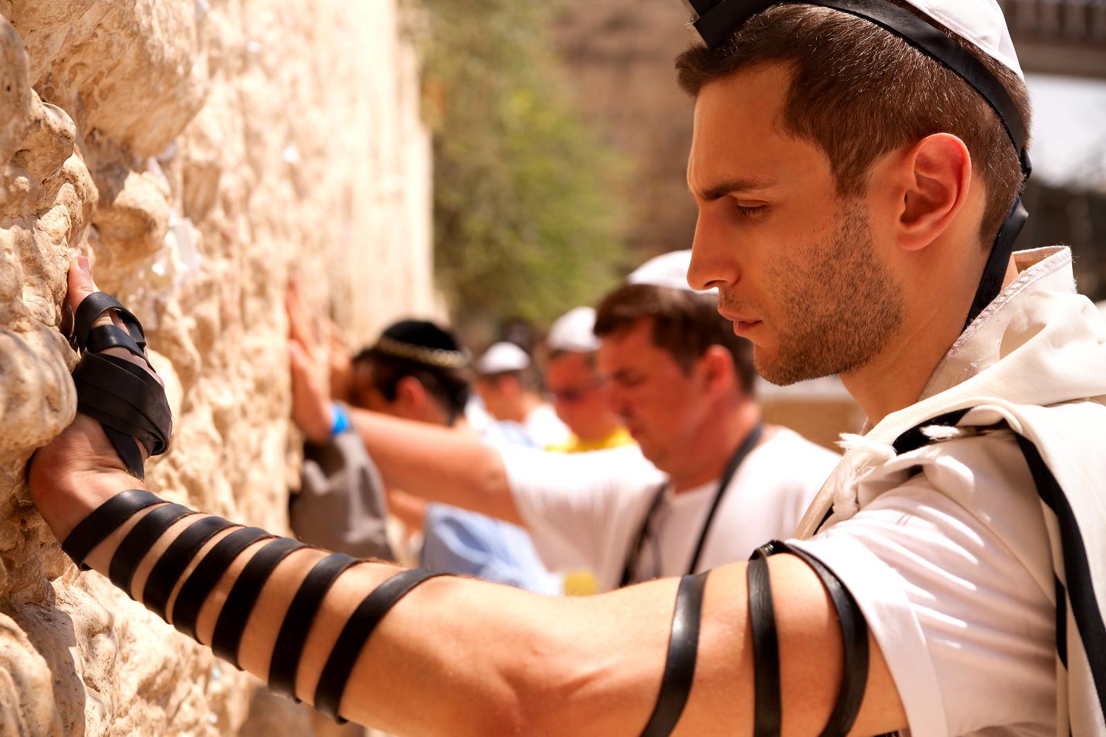 Jersusalem_Western Wall_Tefillin_5_Noam Chen_IMOT