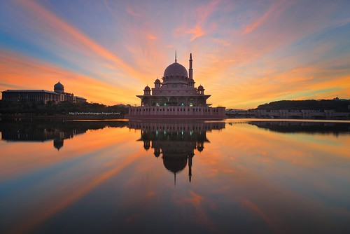 sunset dawn putrajaya putrajayamosque putramosque lightmirror masjidputra lakereflectionreflection lakeraysray lakesunrisesunrise