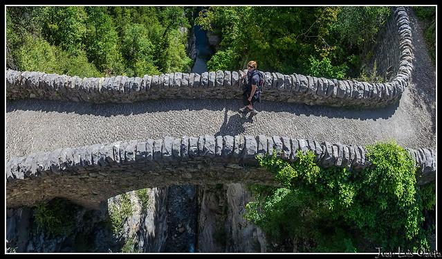 ana en el puente