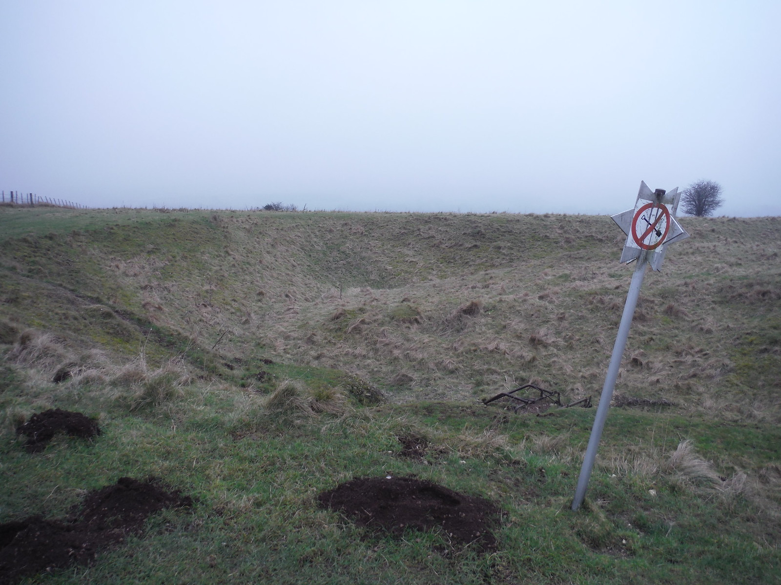 'No Digging'-sign, Cotley Hill SWC Walk 286 Westbury to Warminster (via Imber Range)