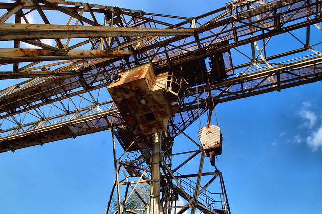 Transport crane