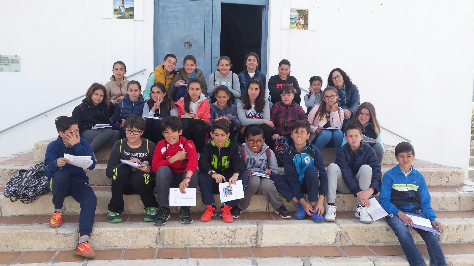 (2017-03-31) - Visita ermita alumnos Pilar, profesora religión 9 Octubre - Marzo -  María Isabel Berenguer Brotons (03)
