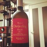 ワインボトル入りのアイスティー、ロイヤルブルーのダージリンを今から飲むよ( ´ ▽ ` )ノ #tea #ロイヤルブルー #royalblue
