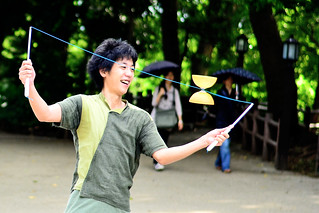 Young Juggler in Ueno Park / ジャグリングをおこなう青年 | by Dakiny