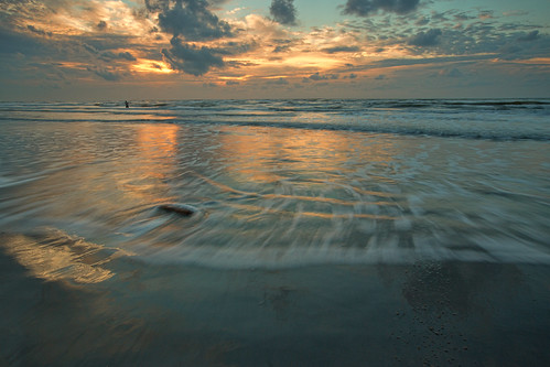 light galveston beach weather sunrise golden sand texas cloudy deepsouthbeaches sunskycloud lookoutforpirates