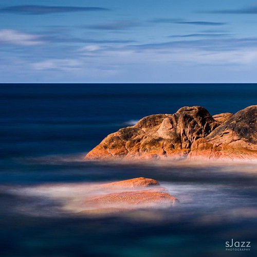 Blue ocean on the rocks . Long exposure with @nisifiltersaustralia ND1000. .  #tasmania #discovertasmania #tasmaniagram #rocks #longexposure #fabulous_australia_ #australia #exploringaustralia #australiawithme #australiagram #ausnzlandscape #australia_sho | by sjazz