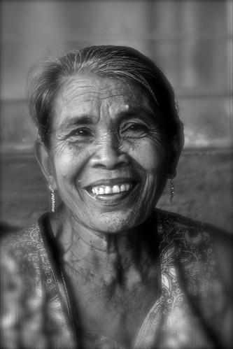 portrait white black lady nikon noir noiretblanc philippines age dame marché blanc romblon d7100