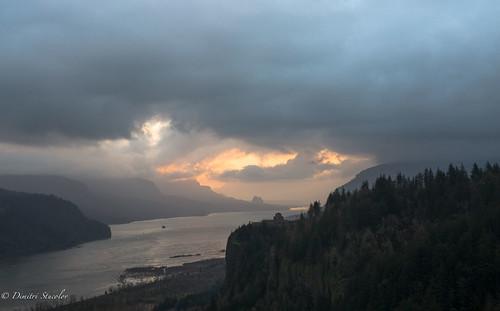 oregon columbiarivergorge columbiariver gorge northwest landscape sunrise clouds