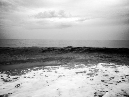 bw monochrome clouds waves beaches oceans iphone hss middlesexbeach cmwdbw sliderssunday